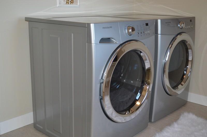 νοικοκυρα-πλυντήριο
