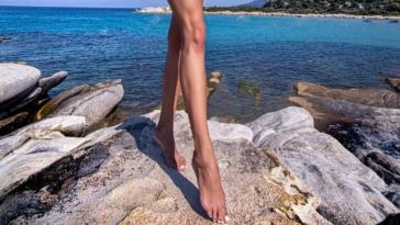 survivor pektria pozari me kokkino mikroskopiko bikini sketo ifestio