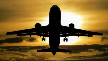 aeroplano vrike se ticho kata tin apogiosi alla i piloti video