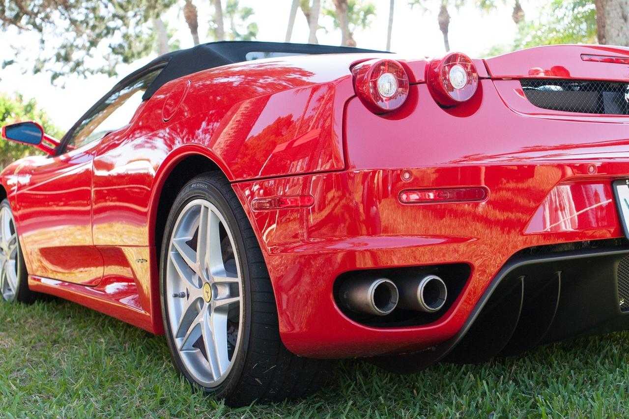 anekdoto i Ferrari kani doro ston papa to kalytero montelo epiko gelio