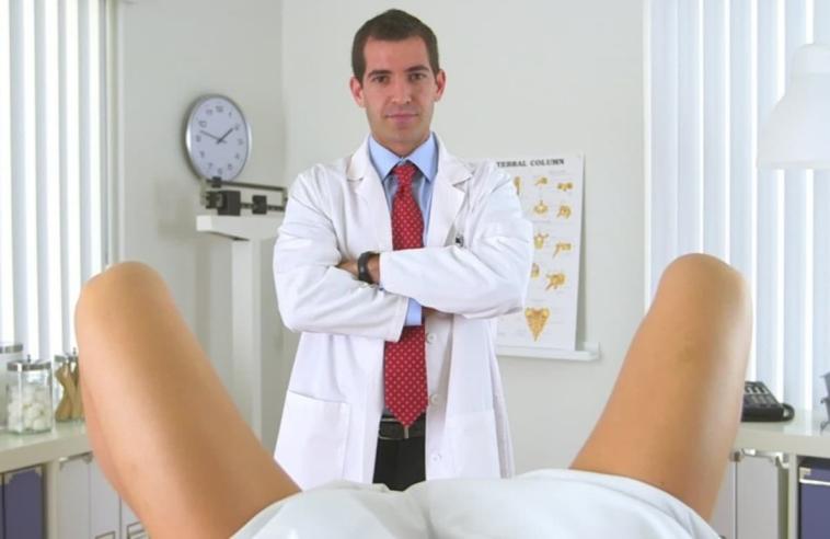 anekdoto ine mia xanthia enas gynekologos ke o tachydromos fovero gelio