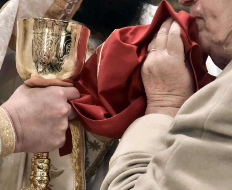 iera synodos ti apofasise ke pies i antidrasis ti tha gini to pascha