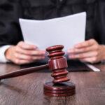 ανέκδοτο με δικαστήριο