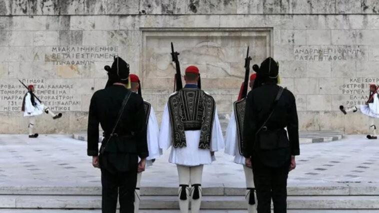 anekdoto paei enas vlachos gia proti fora sto syntagma fovero gelio
