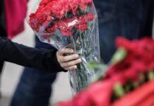 Δεν θα πληρώσει το πρόστιμο η γυναίκα που πήγε να καταθέσει ένα λουλούδι