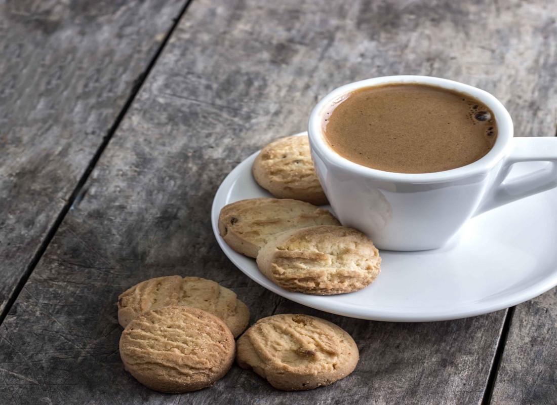 ΑΝΕΚΔΟΤΟ: Τρεις γειτόνισσες πίνουν καφεδάκι και...Επικό γέλιο