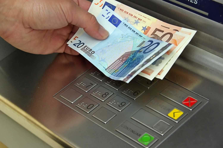 Επίδομα 400 ευρώ: Ποιοι είναι οι δικαιούχοι