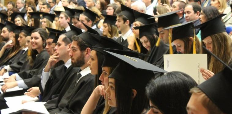 Ανέκδοτο για έξυπνους! Τέσσερις πληροφορικάριοι φοιτητές στο πανεπιστήμιο...Πολύ γέλιο