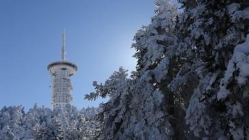 Κακοκαιρία «Λέανδρος»: Έπεσαν τα πρώτα χιόνια στην Πάρνηθα