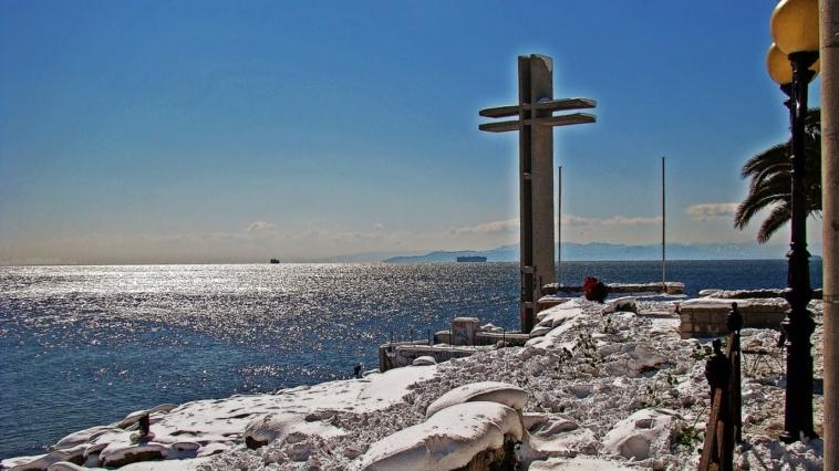 Πιθανότητες για χιονοπτώσεις και στα παράλια της Αττικής για αύριο Δευτέρα